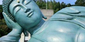 Статуя Будды в нирване