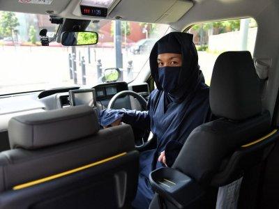Две удивительные причины, чтобы взять такси в Японии.