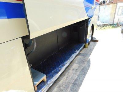 Багажное отделение малого автобуса на 6-8 чемоданов