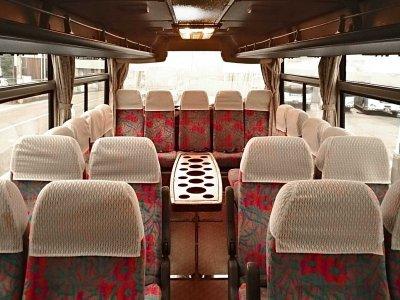 Салон со столиком малого автобуса (19-25 мест) в Японии
