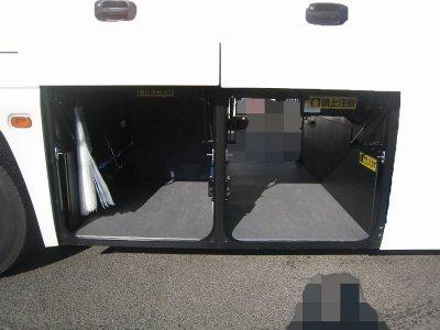 Багажное отделение среднего автобуса на 14-16 чемоданов