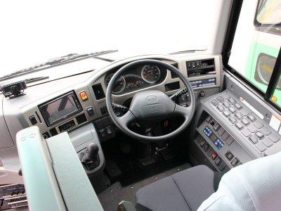 Водительское место большого автобуса (45-60 мест) в Японии
