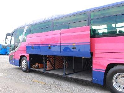 Богажное отделение большого автобуса на 30-34 чемодана
