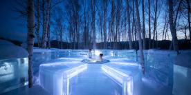 Теплая ванна ледового отеля