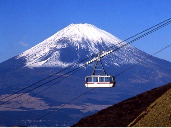 Вид на гору Фудзи с канатной дороги Комагатакэ